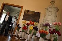 Na jaře patřil žirovnický zámek tulipánům a narcisům. V létě přijíždějí milovníci květin do historických prostor obdivovat mečíky a jiřinky. Za čtyři dny zámkem projde více než dva a půl tisíce návštěvníků, tedy tolik, jako za celý měsíc.