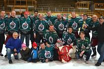 ZLATÝ TÝM. Po loňském druhém místě se hokejisté Horní Vsi vrátili na výsluní a ovládli pelhřimovskou podnikovou ligu.