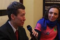 Hana Veronika Konvalinková přivítala na debatách po jednotlivých projekcích například Hayato Okamuru, Jiřího Pospíšila nebo Petra Kutílka.