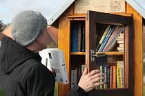 První knihobudka se stala součástí pelhřimovského autobusového nádraží.