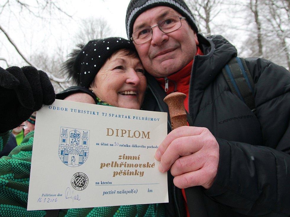 V roce 2016 byla místa v cíli pochodu na Křemešníku pod vrstvou sněhu, ale na běžky to nebylo.