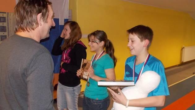 Starším žákům vládne Lukáš Dúška (vpravo). Vzhledem ke svému věku má i v této kategorii vše před sebou. O žákovské tituly může hrát i v následujících dvou sezonách.