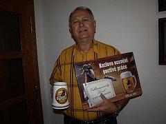 Šikovný restaurátor Jaroslav Benda vyhrál pivo na rok zdarma.