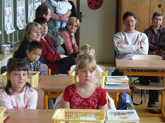 Všechno je pro každého člověka v životě poprvé. Včera se do nových lavic v rynárecké škole posadilo osm  žáčků.