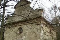 Kaple svaté Anny nad Pelhřimovem pamatuje lepší časy.