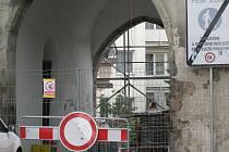 Rynárecká brána v Pelhřimově bude až do října procházet rekonstrukcí.
