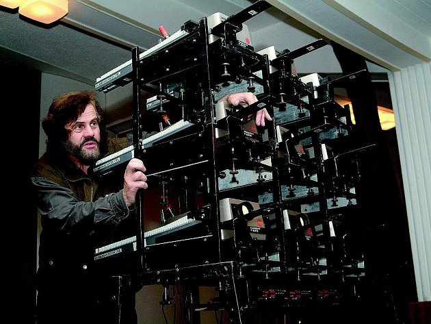 Leoš Šimánek bude promítat cestovatelské obrázky v kině pomocí celkem devíti projektorů.