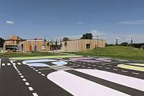 V Pacově vyrostlo nové dopravní hřiště, které je součástí areálu tamní školky.
