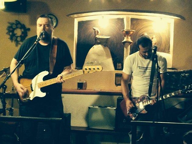 Podle člena kapely Budyho Sama hraje kapela od nepaměti, ale poprvé veřejně vystoupila asi před pěti lety.