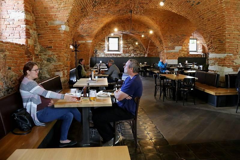 První návštěvníky po nucené pauze přivítala v pondělí Restaurace Střepina v Pelhřimově či Pivovar Kamenice.