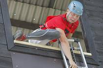 Vyběhnutí ze startu k věži s 8,5 kilogramovým hákovým žebříkem a následně pomocí něj vystoupat do čtvrtého podlaží je velmi náročná disciplína, spojující v sobě výbušnou sílu rukou s koordinací nohou.