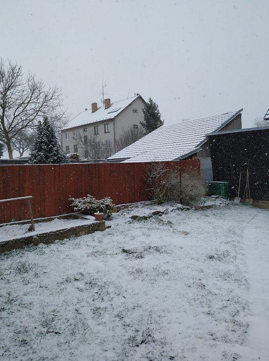 Sněhová nadílka z konce března na Pelhřimovsku.