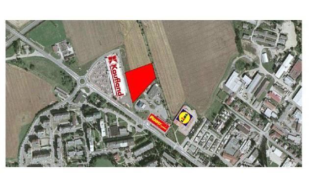 Za pelhřimovským Kauflandem by měl vyrůst nový obchodní park.