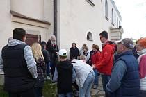 Petr Valeš vyprávěl příběhy i v rámci komentovaných procházek po Kamenici nad Lipou.