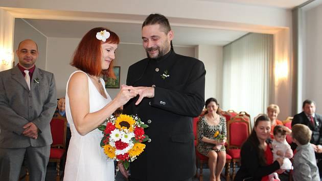 10.10. 2020, magické datum, který si vybrala řada snoubenců k uzavření sňatku. Seskupení čísel má přinést do vztahu optimismus, štěstí a dětí jako smetí.