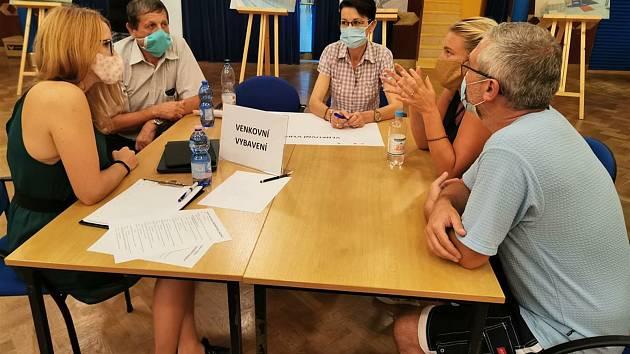 V Pelhřimově se uskutečnila veřejná diskuse k rekonstrukci tamního bazénu.