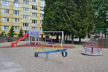 Nejmodernější dětské hřiště v celém Humpolci stojí od konce května ve Smetanově ulici.