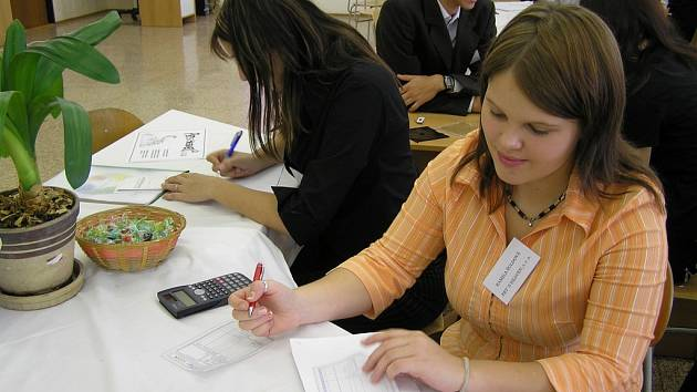 Studenti se seznámí nejen s činností firem, ale naučí se například i vyplňovat doklady.