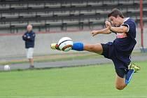 První zápas v pelhřimovském dresu sehrál Tomáš Nebeský. Na hřišti byl znát. Dal rozhodující gól, neustále se nabízel, ale na druhou stranu také hned několik šancí neproměnil.