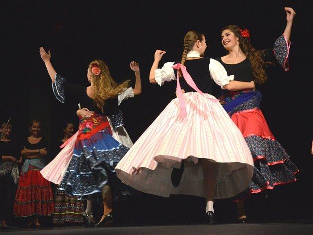 Osmá celostátní přehlídka folklorních tanců.