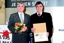 Diplom pro druhé nejlepší Město pro byznys převzali v Praze starosta Jiří Kučera a tajemník Jiří Fiala (vlevo).