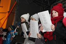 S Deníkem zpívali i lidé v Pelhřimově.