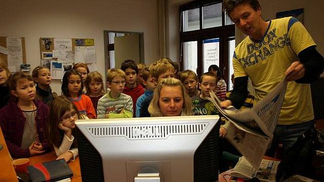 Žáci 3.B pelhřimovské základní školy Na Pražské navštívili redakci Pelhřimovského deníku