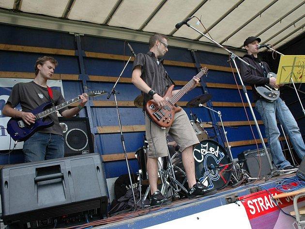 Jako první se v kategorii Hard and heavy/Rock umístila pelhřimovská kapela CéZed. Vítězná skupina zpříjemnila sobotu i posluchačům u rybníka Stráž.