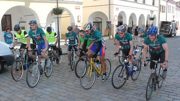 Třináct cyklistů v pátek ráno vyrazilo směr Kamenice nad Lipou.