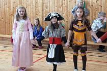 Děti ze školní družiny si užily karneval.