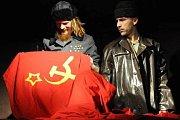 Divadelní představení Putin lyžuje.