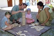 Zámek v Kamenici nad Lipou až do neděle patří všem, komu učarovalo neopakovatelné kouzlo hraček. Na návštěvníky čekají nejrůznější skládačky, tvoření vlastních hraček a k tomu bohatý doprovodný program.