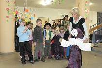 Děti se v Domě seniorů v Pelhřimově rozloučily se zimou.