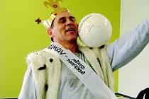"""Jan Skorkovský se zamiloval do fotbalového míče už v mládí. Dnes, v devětapadesáti letech dokáže """"nakopat"""" kostku, hrnek či hrášek. S rekordy ale včera skončil."""