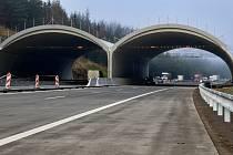 Na dálnici u Humpolce už budou brzy jezdit řidiči po moderním a kvalitním povrchu.