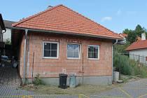 Starokatolická církev chtěla dotaci na opravu fasád a střech na stavbu, která září novotou.