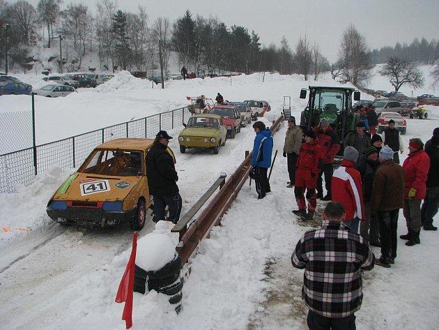 Amatérská zimní mini rallye.