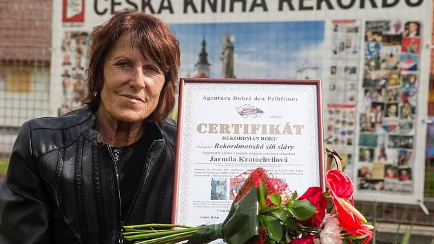 Do České knihy rekordů byla v pondělí 11. května 2020 zapsána běžkyně Jarmila Kratochvílová a Spolek přátel dělostřelby z Jihlavy.