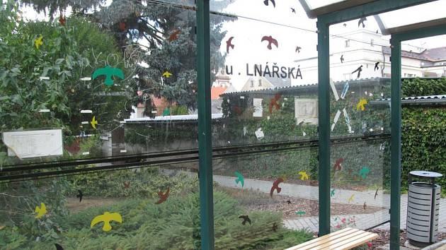 Zastávka ve lnářské ulici.