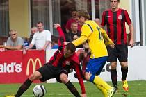 Pavel Nohava atakuje Kesnera z Chrudimi.