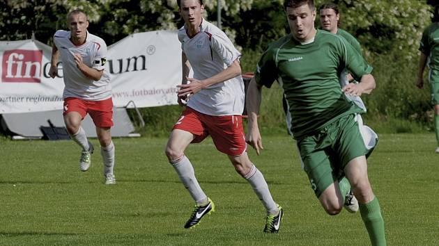 Domácí Petr Jindřich (na snímku vpravo) vstřelil již ve druhé minutě divizního zápasu Čížová – Táborsko B první gól svého týmu a přispěl tak k jeho vítězství 3:2.