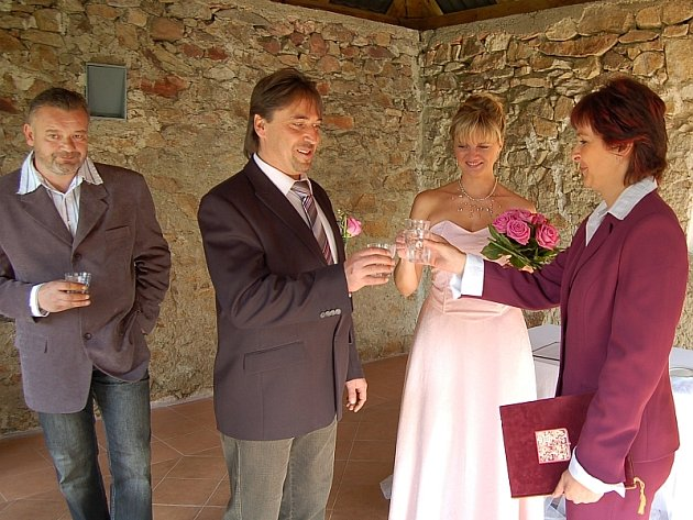 Romantická svatba v pravé poledne