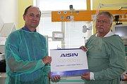 Aisin dal nemocnici půl milionu. Peníze podpoří nedonošence.