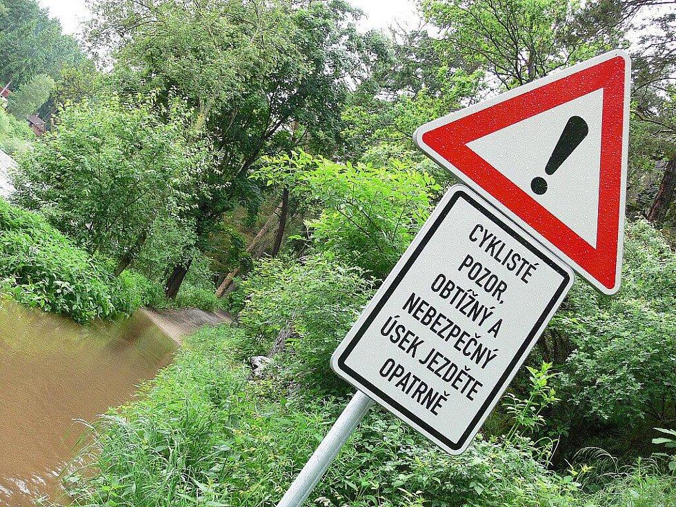 Zvýšená hladina řeky v Zátaví.