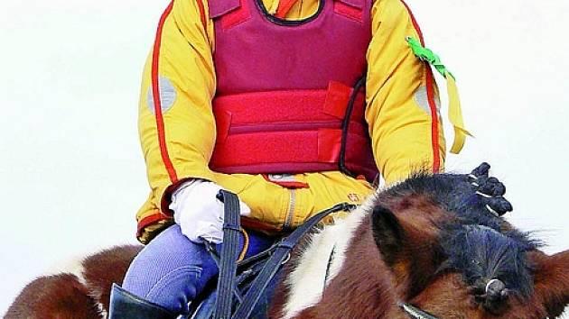 HUBERTSKÁ NA PONY. Na poníkovi jménem Jiskra si slavnostní jízdu  na  zakončení  jezdecké  sezony  projela  také  Aneta  Dvořáková    z Příbrami.