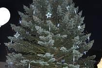 Vánoční strom na Velkém náměstí v Písku.