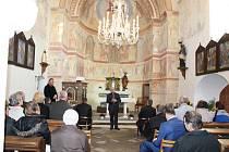 Kostel sv. Petra a Pavla v Albrechticích nad Vltavou.