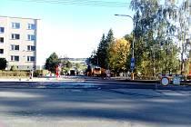 Uzavírka Dukelské ulice v Milevsku ve směru od křižovatky s Nádražní ulicí.