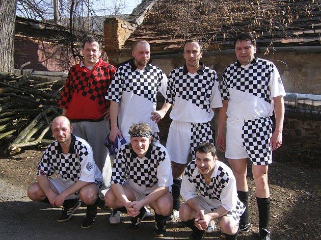 Na snímku je mužstvo AFC Veselá Bída, které je v tabulce okresní soutěže - skupiny o postup ve futsalu-FIFA na osmém místě.