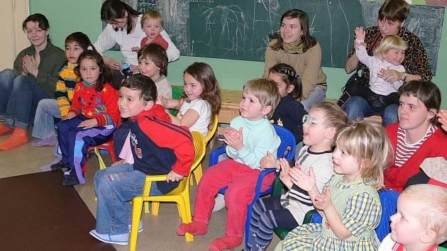 Děti v píseckém Mateřském centru Kvítek